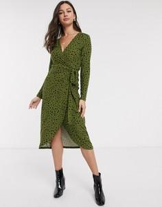 """Мягкое платье миди цвета хаки с запахом и принтом """"далматинец"""" QED London-Зеленый"""