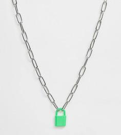 Серебристое ожерелье-цепочка с окрашенной подвеской в форме замочка ASOS DESIGN Curve-Серебряный