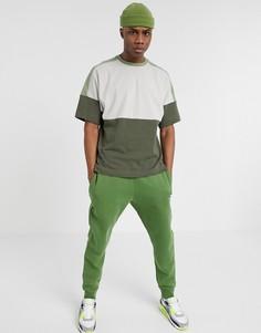 Футболка цвета хаки с логотипом колор блок Nike-Зеленый