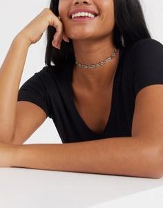 Золотистое ожерелье-чокер в виде английских булавок ASOS DESIGN-Золотой