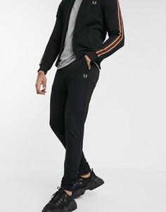 Черные спортивные брюки с отделкой лентой Fred Perry-Черный