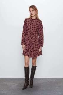 Платье с принтом и воланом по низу Zara