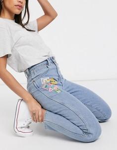 Джинсы в винтажном стиле с завышенной талией и нашивками Wrangler-Синий
