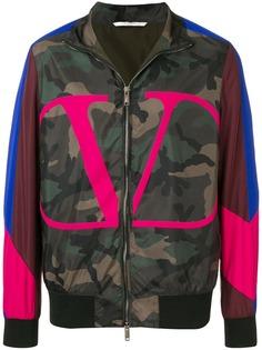 Valentino куртка с камуфляжным принтом и логотипом