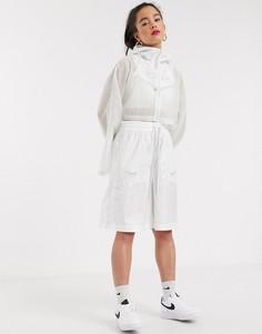Короткая белая куртка с капюшоном и галочками Nike-Белый
