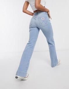 Светло-синие расклешенные джинсы с карманами Wrangler-Синий