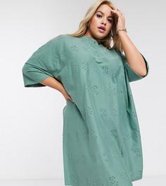 Платье-футболка цвета хаки в стиле oversized с вышивкой ришелье ASOS DESIGN Curve-Зеленый