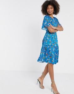 Синее ярусное платье с расклешенными рукавами Closet London-Синий