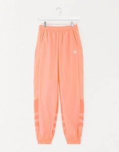 Коралловые спортивные брюки с крупным логотипом в виде трилистника adidas Originals-Оранжевый