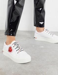 Белые кроссовки на шнуровке с сердечками Love Moschino-Белый