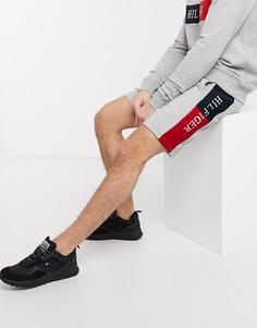 Серые трикотажные шорты со вставкой с логотипом-флагом сбоку Tommy Hilfiger-Серый
