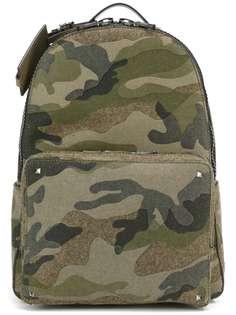 Valentino Garavani камуфляжный рюкзак Rockstud