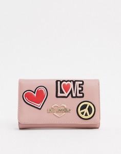 Розовый кошелек с нашивками и ремешком-цепочкой Love Moschino
