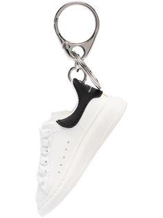 Alexander McQueen брелок в форме кроссовка Oversized