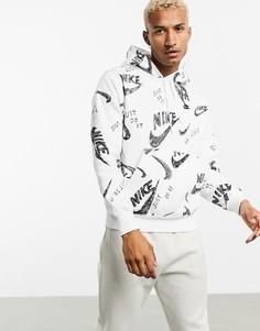 Белый худисо сплошным принтом логотипа Nike Club