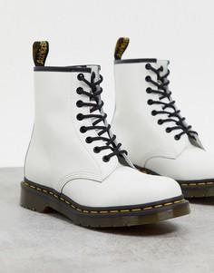 Белые ботинки с 8 парами люверсов Dr Martens 1460-Белый