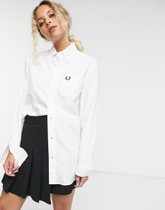 Белая оксфордская рубашка бойфрендаFred Perry-Белый