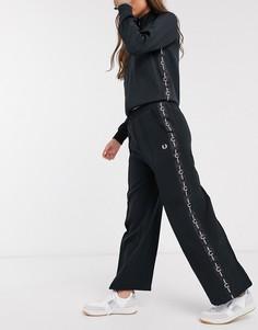 Черные широкие брюки с тесьмой Fred Perry-Черный