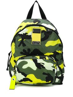 Valentino Garavani камуфляжный рюкзак My Tag с логотипом VLTN