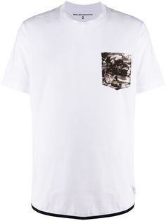 White Mountaineering футболка с камуфляжным принтом на кармане
