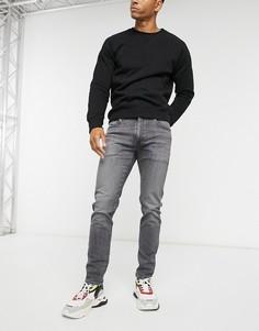 Суженные книзу серые джинсы Levis 512-Серый
