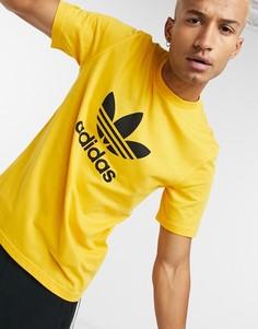 Золотистая футболка с большим логотипом-трилистником adidas Originals-Золотой