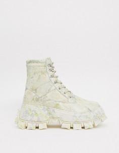 Ботинки из искусственной кожи на массивной подошве со шнуровкой с расцветкой камуфляж ASOS DESIGN-Бежевый