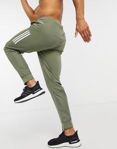 Джоггеры цвета хаки с тремя полосками adidas Training-Зеленый