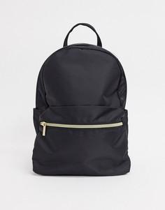 Черный рюкзак с карманомASOS DESIGN