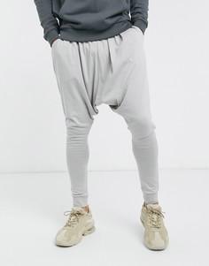 Легкие светло-серые джоггеры с заниженным шаговым швом ASOS-Серый