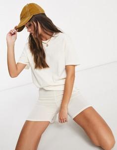 Комплект из футболки и облегающих шортов серовато-бежевого цвета Femme Luxe-Кремовый