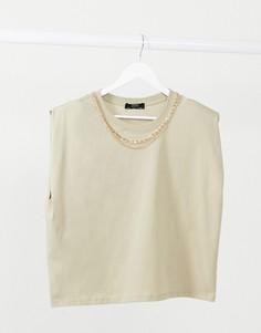 Объемная Т-образная футболка цвета мокко с золотой цепочкой Bershka-Бежевый