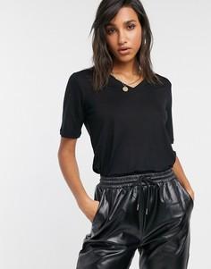 Черная футболка с v-образным вырезом Y.A.S-Черный
