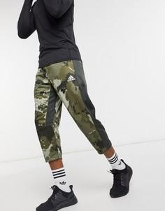 Зеленые джоггеры с камуфляжным принтом adidas Training-Зеленый
