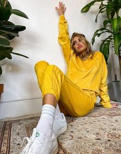 Свитшот горчичного цвета из вельвета в рубчик adidas Originals Comfy Cords-Желтый
