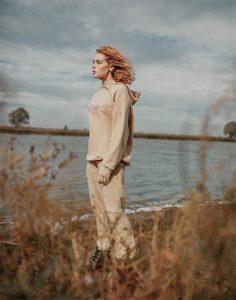 Карамельное худи oversize c объёмной вышивкой Gloria Jeans