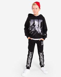 Чёрные брюки с принтом и нашивкой для мальчика Gloria Jeans