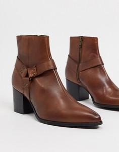 Коричневые кожаные ботинки челси на каблуке с заостренным носком и ремешком ASOS DESIGN-Коричневый