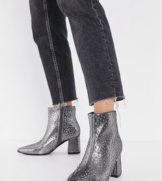 Ботинки на каблуке цвета серый металлик с отделкой заклепками Simply Be Wide Fit-Серебряный