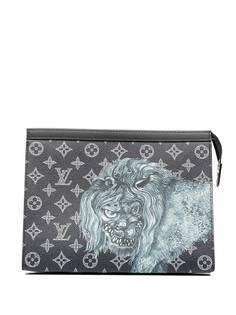 Louis Vuitton клатч Savane Voyage GM из коллаборации с Chapman Brothers