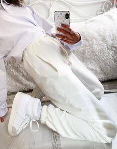 Светлые oversized-джоггеры с манжетами adidas Originals Cosy Comfort-Белый
