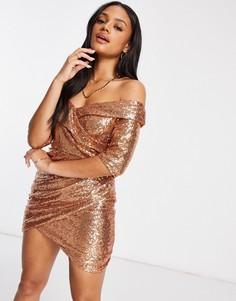 Платье мини цвета розового золота с пайетками, открытыми плечами и запахом Club L-Золотистый
