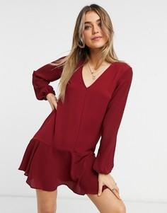 Темно-бордовое платье мини с длинными рукавами, V-образным вырезом и асимметричным подолом ASOS DESIGN-Красный