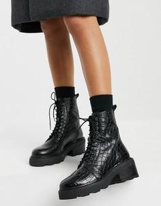 Черные ботильоны на среднем каблуке с эффектом крокодиловой кожи и шнуровкой schuh Arvid-Черный