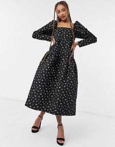 Миленькое ярусное платье миди с квадратным вырезом и винтажным цветочным принтом ASOS DESIGN-Многоцветный