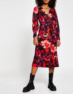 Красное платье миди с цветочным принтом и запахом River Island-Красный