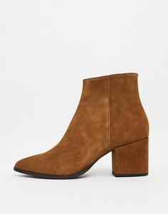 Светло-коричневые замшевые ботинки челси на каблуке с острым носком и светло-коричневой подошвой ASOS DESIGN-Светло-коричневый