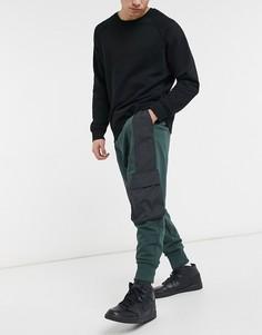 Темно-зеленые джоггеры в стиле oversized с нейлоновыми вставками черного цвета и широкой отделкой в рубчик ASOS DESIGN-Зеленый цвет