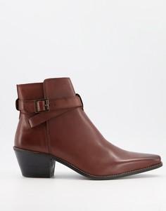 Коричневые кожаные ботинки челси в ковбойском стиле на кубинском каблуке с ремешком ASOS DESIGN-Коричневый цвет