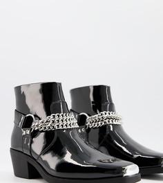 Черные лакированные ботинки челси для широкой стопы в стиле вестерн на кубинском каблуке с серебристой цепочкой ASOS DESIGN Wide Fit-Черный цвет